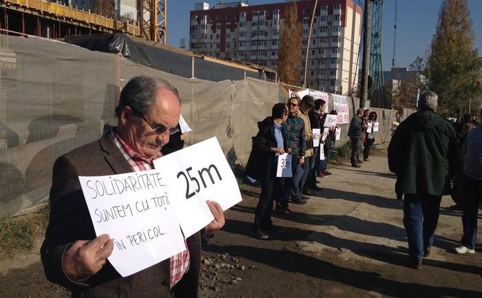 Protest în Prelungirea Ghencea pentru stoparea construirii unui bloc lângă o benzinărie, 14 noiembrie 2015.
